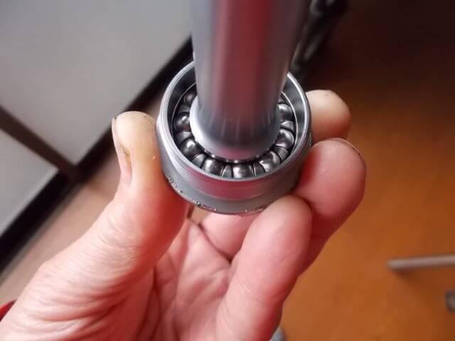 カップのベアリングにシャフトを入れた