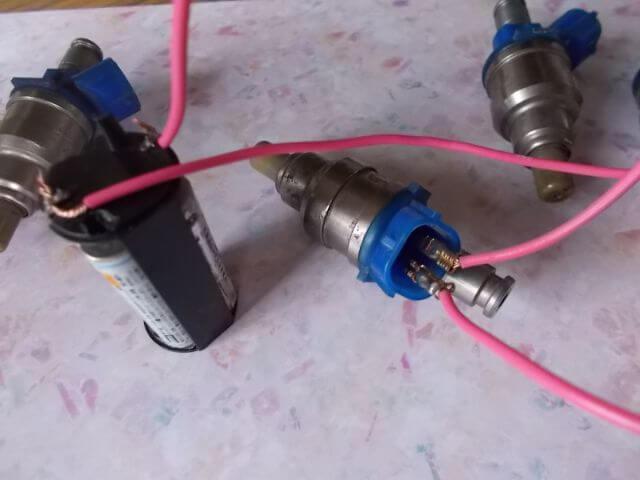 インジェクターの作動 電池を使う