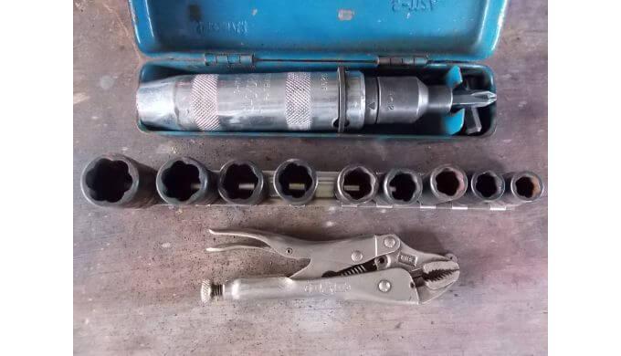 ゆるまないボルトなどを外す工具